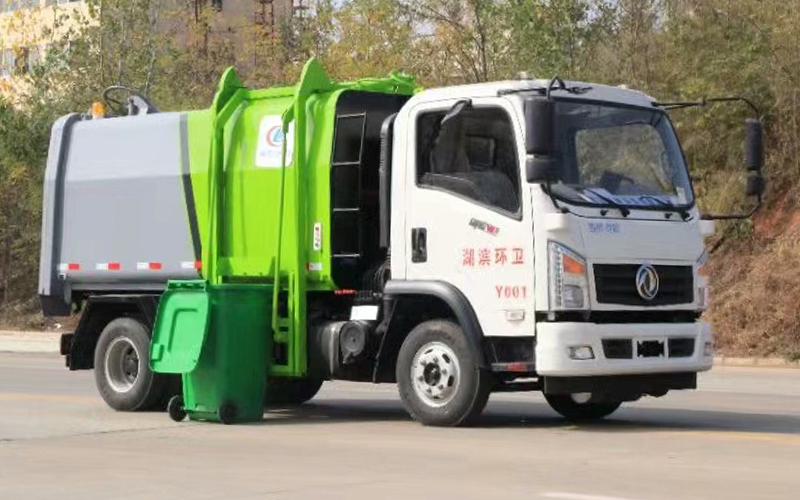 东风御虎自装卸式垃圾车